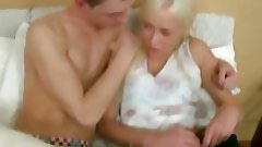 Chick performs oral sex